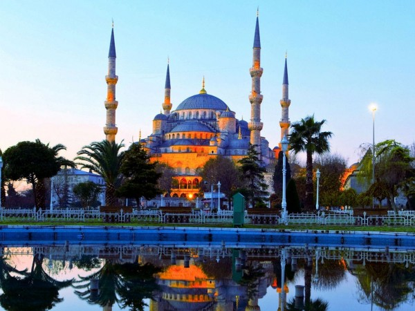 3-Visit-some-of-the-most-beautiful-mosques-Istanbul-has-to-offer.-Photo-by-paradiseintheworld.com_